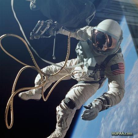 عکس منوي غذاي فضانوردان در يک روز  مهندسی مکانیک و هوافضا عکس فضانوردان