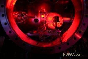 زمان انتشار: ۱۵:۱۴ - ۱۳۹۰/۱۱/۷ | نسخه چاپی ۱ Google Stumbleupon Delicious قدرتمندترین لیزر جهان در ۰.۰۰۰,۰۰۰,۰۰۰,۰۰۱ ثانیه، ۳۵۰ برابر دمای سطح خورشید حرارت تولید می کند