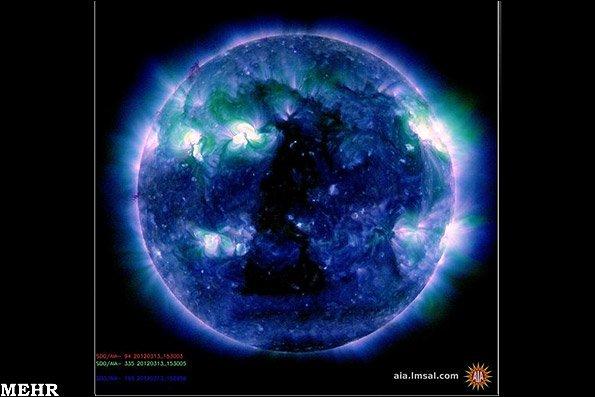 تصاویر غیرعادی از یک مثلت سیاه روی خورشید