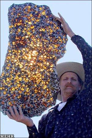 تصاویری از یک شهاب سنگ درخشان در نور خورشید