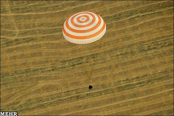 تصاویر فرود فضانوردان با کپسول فضایی سایوز در قزاقستان