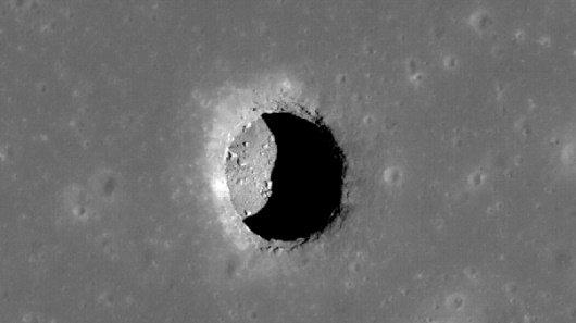 zimg 001 957 گودالهای ماه، پناهگاههای آینده انسان